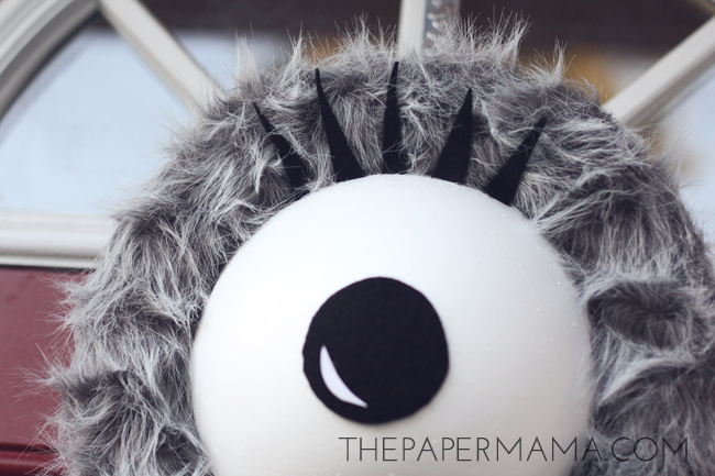 Monster Eye Wreath DIY // thepapermama.com