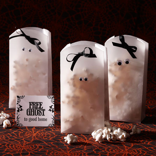My daughter loves popcorn almost as much as she love candy (almost). These little Ghostly Popcorn Bags are so cute, from BHG.