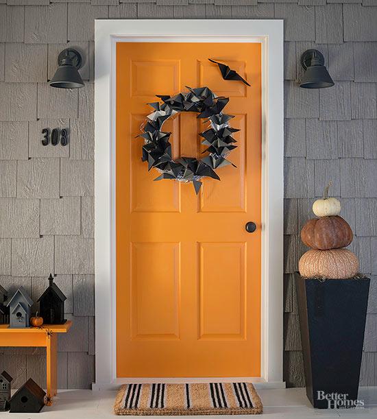 Grab that black paper and make this cute Halloween Bat Wreath, on BHG.