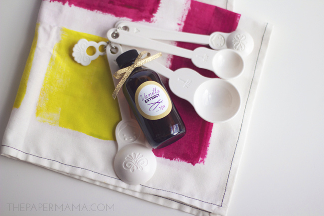Vanilla Extract Recipe Plus Bottle Label // thepapermama.com