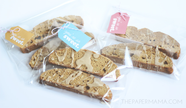 Pumpkin Biscotti with Coffee Glaze Recipe (and free gift tag printable) // thepapermama.com