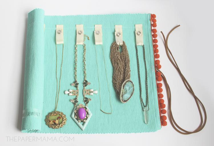 DIY Jewelry Roll // thepapermama.com
