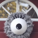 Monster Eye Wreath DIY // thepapermama.com