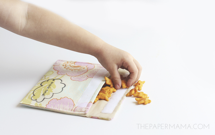 Reusable Fabric Snack Bags DIY // thepapermama.com