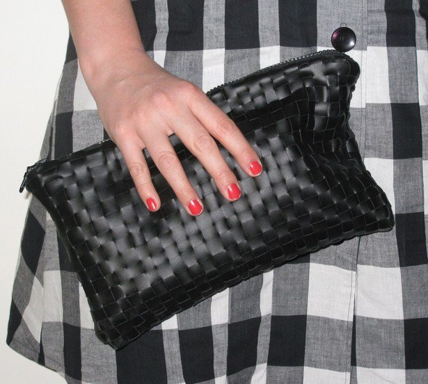 http://www.burdastyle.com/techniques/pleather-clutch-bag-tutorial