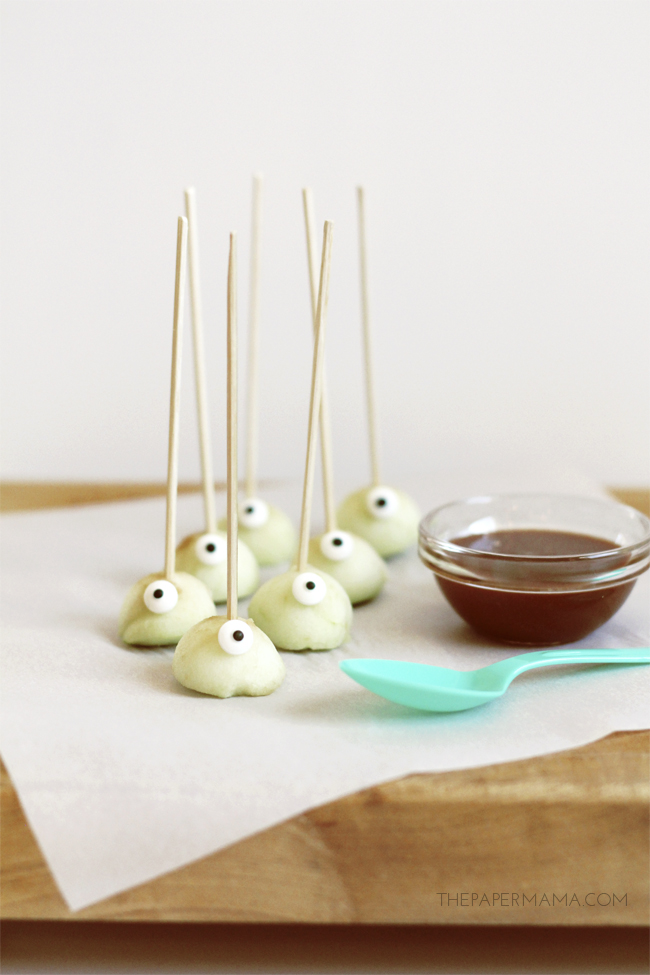 Spooky Eyeball Apples Bites with Orange Cream Caramel Dipping Sauce Recipe