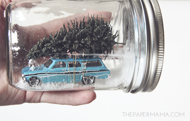 Christmas Vacation Snow Globe // thepapermama.com