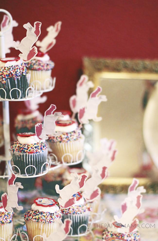 Unicorn Cupcake Toppers // thepapermama.com
