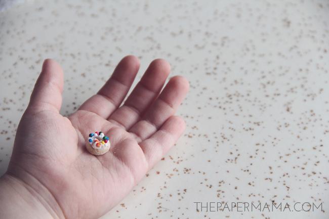Day 29 of my 50 DIY Days of Christmas: Mini Elf Doughnuts // thepapermama.com