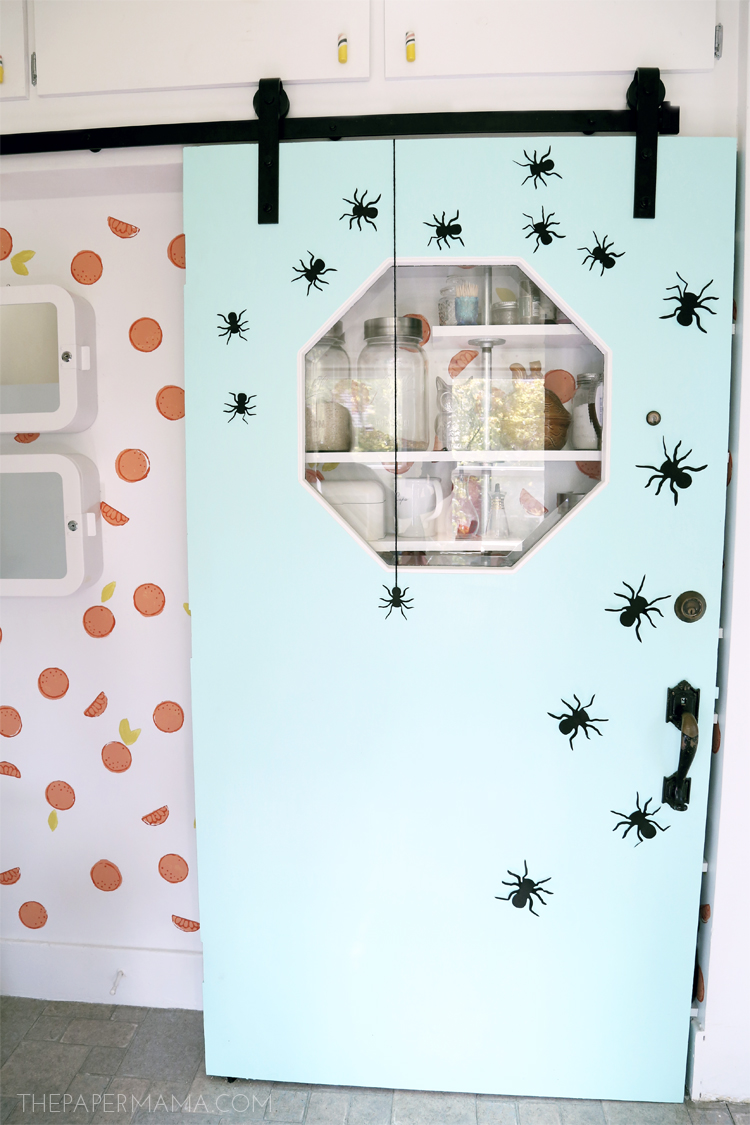 Spooky Spiders Wall Decor