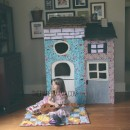 Cardboard Box Playhouse // thepapermama.com