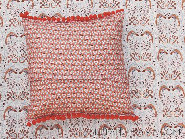 Silly Valentine Pillow // thepapermama.com