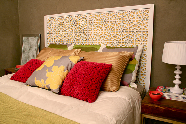 Guys, this headboard is made out of spray painted door mats! Check out the DIY on Kara Paslay Designs.