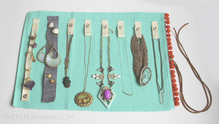 Diy jewelry roll made from a placemat for Diy travel earring holder