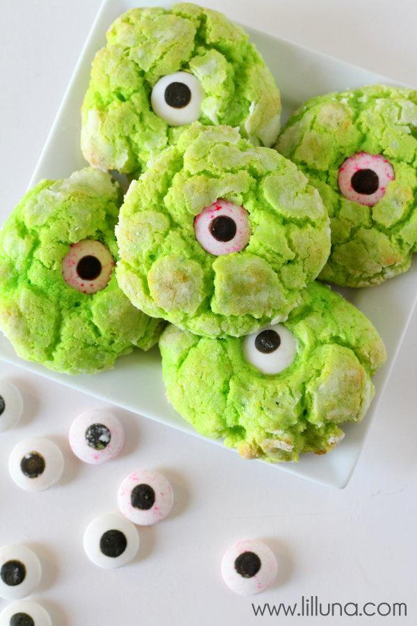 http://lilluna.com/gooey-monster-eye-cookies/