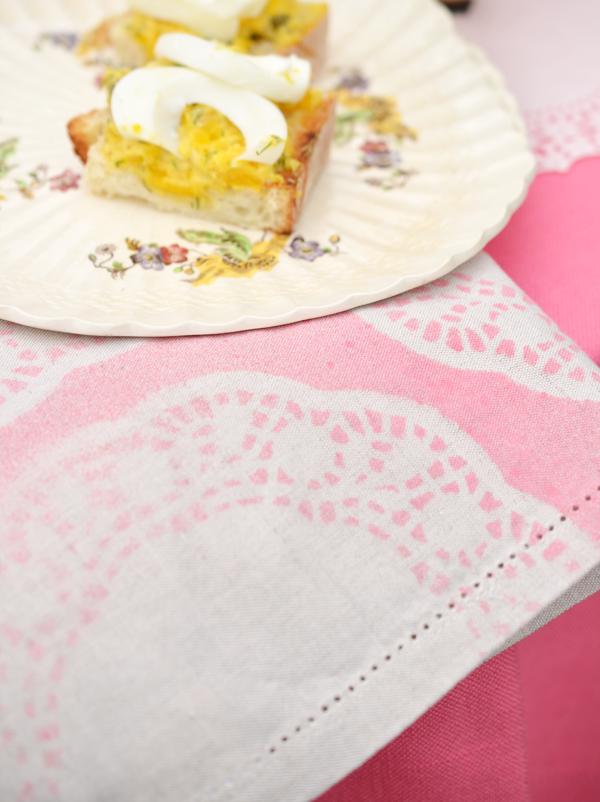 http://alexandrahedin.blogspot.com/2014/04/faking-fabulous-doily-print-napkins.html