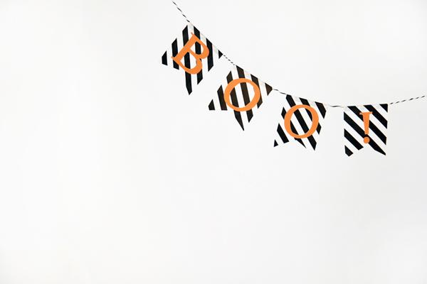 http://www.studiodiy.com/2012/10/25/easy-diy-halloween-bunting/