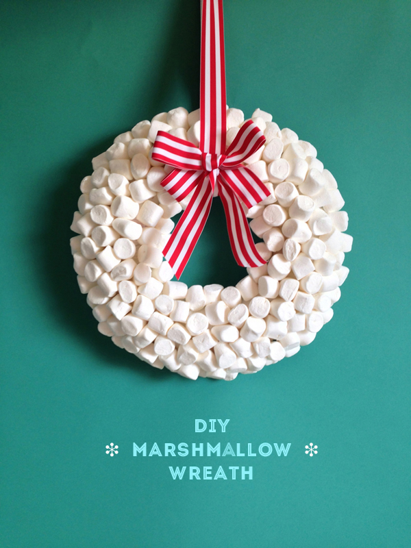 This marshmallow wreath is making me hungry, on The Sweet Escape.