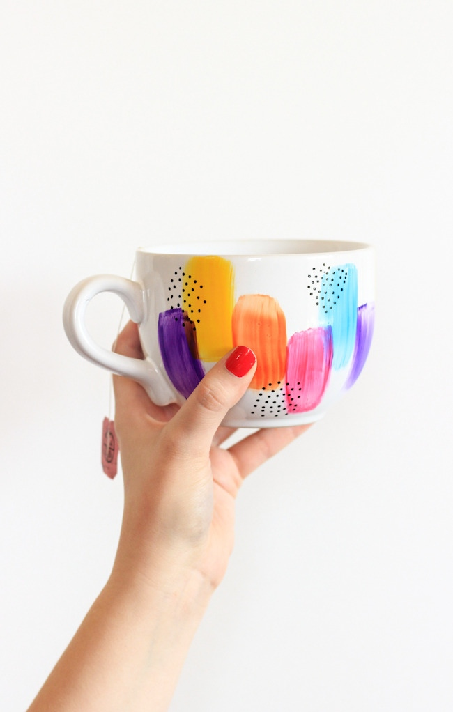 These colorful mugs need to be mine, via Curbly.