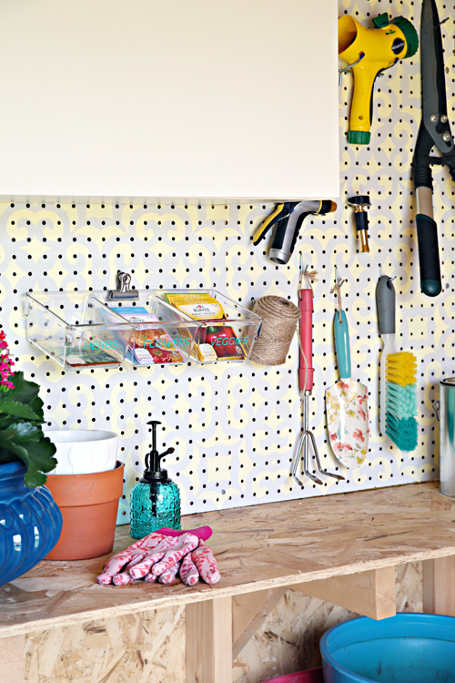 This post is FULL of tips and ideas to organize your backyard garden shed. Check it out on I Heart Organizing.