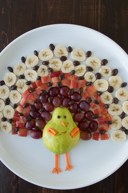 Skip the boring food platter and create something fun for your kids to eat! Find out how to make this turkey food platter on The First Year.