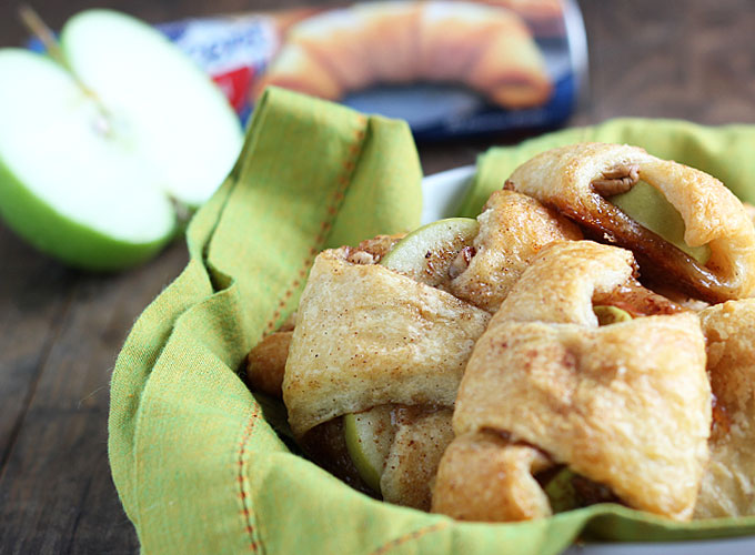Apple pie is my FAVORITE Fall treat. These apple pie bites looks amazing, from The Blond Cook.