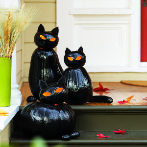 http://www.sunset.com/home/weekend-projects/make-black-cat-o-lanterns?width=500px&height=500px&title=%0A%20%20%3Cdiv%20class%3D%22field-caption%22%3E%0A%20%20%20%20Candles%20light%20up%20the%20eyes%20of%20Halloween%20cats%20made%20from%20stacked%20pumpkins%20painted%20black.%20No%20need%20to%20hollow%20out%20the%20large%20body%20pumpkin%3B%20the%20candle%20sits%20inside%20the%20head.%20%20%3C/div%3E%0A%0A%20%20%3Cdiv%20class%3D%22field-credit%22%3E%0A%20%20%20%20Thomas%20J.%20Story%20%20%3C/div%3E%0A&inline=true#colorbox-inline-74223884