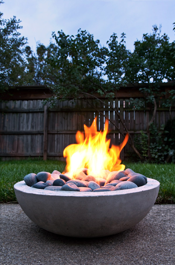 Outdoor modern concrete fire pit DIY, from Manmade DIY.