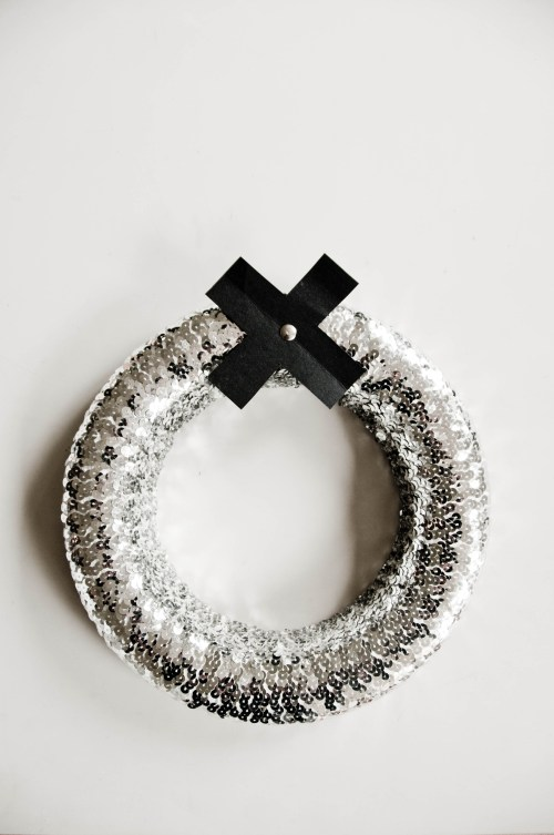 Keep this sparkly party wreath up through the New Year, on The Black Bird Blog.