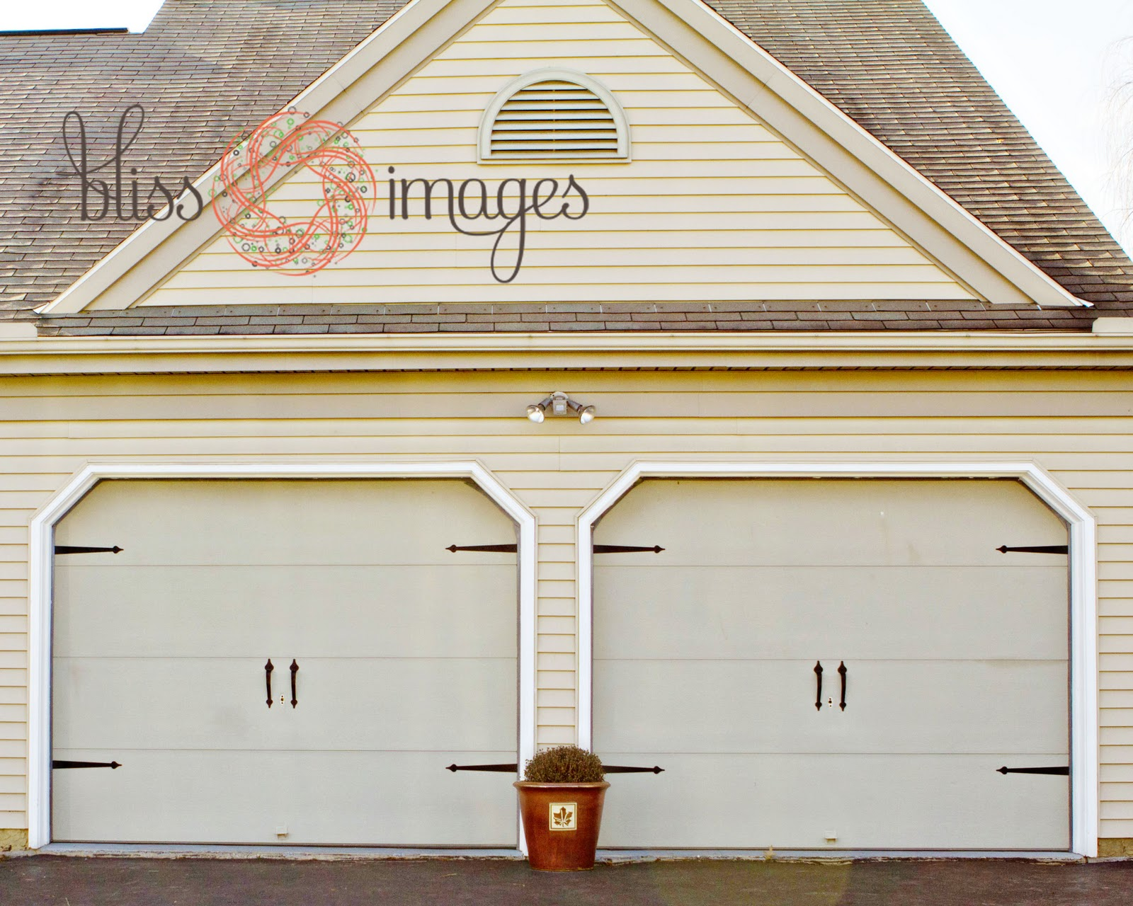 Did you know you can easily update your garage doors with a bit of hardware? Check it out on the Bliss Images site.