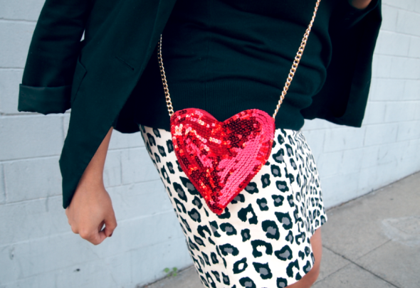 http://glitternglue.com/2013/02/12/diy-sequin-heart-shaped-purse/