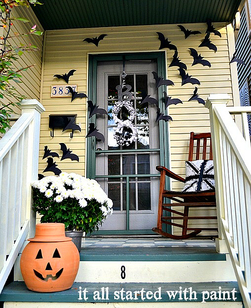 "The bats, the ""Boo"" wreath, and the pumpkin: it all works. Check it out on It All Started With Paint."