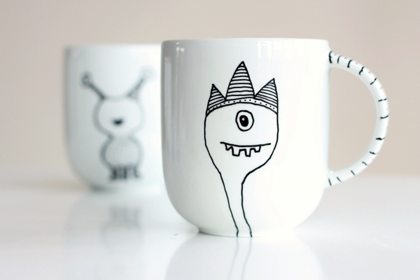 A great stocking stuffer ideas for the kids: Monster Mugs! Via Tuts +.