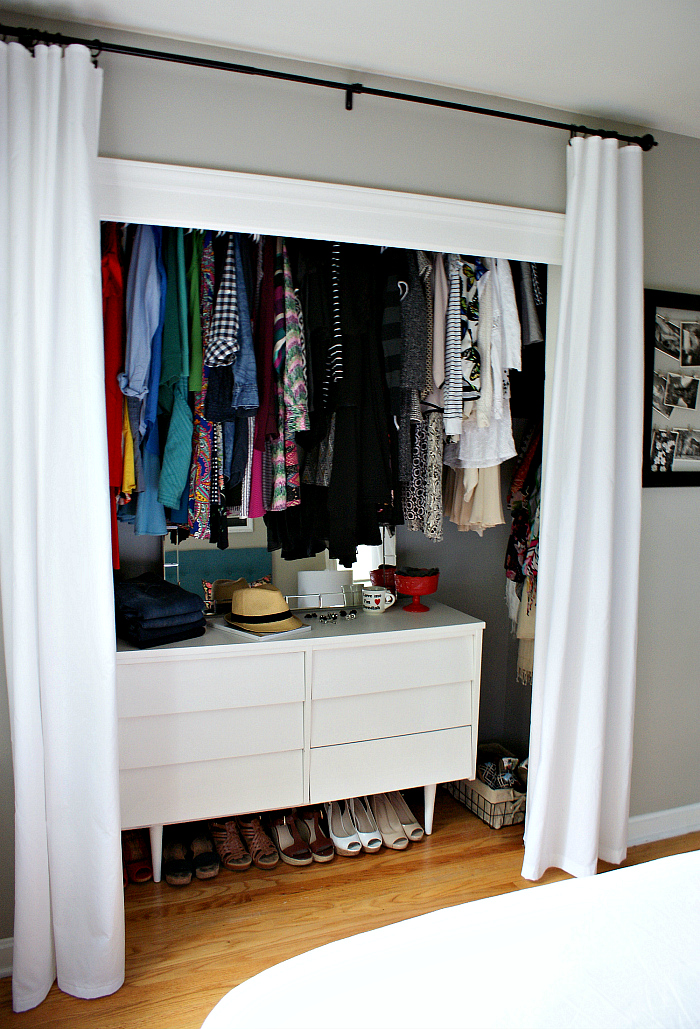 I love this idea to raise the closet rod! Check out this closet makeover Urban Acreage.