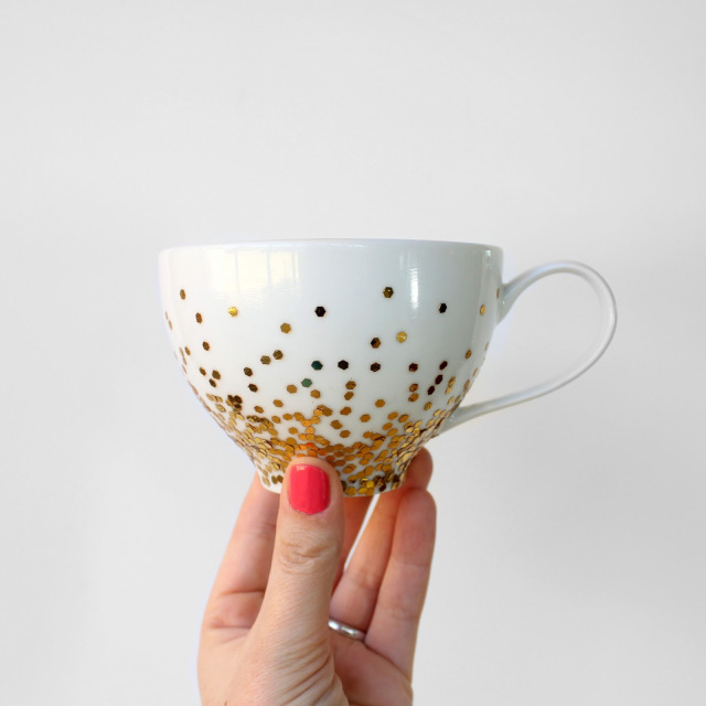 This gold confetti dipped mugged is perfect for some holiday tea, via Lines Across.