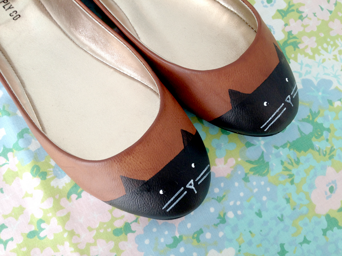 Add these cute cat faces to makeover some plain ballet flats, from Scathingly Brilliant.