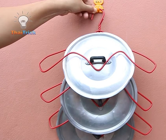 Transform a hanger into a lid holder and MORE! This YouTube channel shares 20 different things you can make with a wire hanger. You should check it out. Found on Thai Trick.