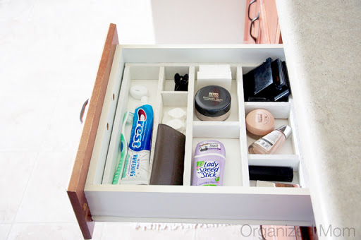 I know I'm not the only person that has purchased drawer organizers only to find out they don't fit, or they are flimsy and fall apart. This blogger made a drawer organizer on a small budget that fits perfectly into her drawer! Found on Organized Mom.